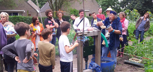 kapeltuin-oogstfeest-waterpomp-2013